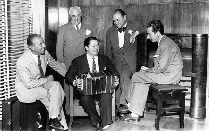 Aníbal_Troilo,_Francisco_Canaro,_José_Razzano,_Enrique_Santos_Discépolo_y_Osvaldo_Fresedo_1944-1